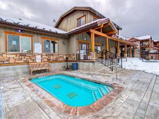 Three-story townhouse w/ private hot tub & jet tub plus shared pool!