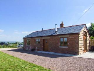 DOVETAIL, detached, all ground floor, open plan, pet-friendly, woodburner, near westniru-on-Severn, Ref 913933