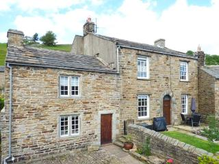 SCHOOL HOUSE, Grade II listed, woodburning stoves, garden, pet-friendly, in Gunnerside, Ref 917109
