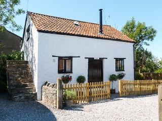 THE HAYLOFT detached cottage, pet-friendly, WiFi, woodburning stove in Winscombe