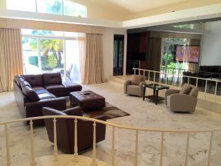 7 Bedroom Villa OAsia, Bay Harbor Islands