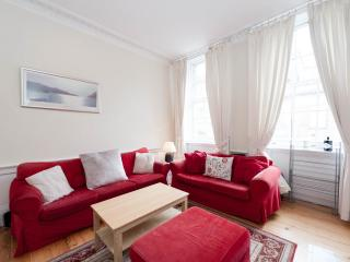Lovely 3 double bedroom 2nd floor city centre apt, Édimbourg