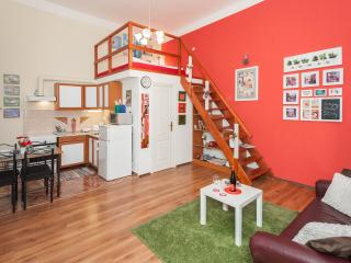 Red Ladder Apartment up to 6, free Wifi, Opera, Budapeste