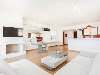 Luxus Appartement mit Pool-1,5 km vom Strand entfernt, Glyfada