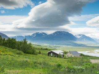 Peaceful cosy cabin with amazing view, Akureyri