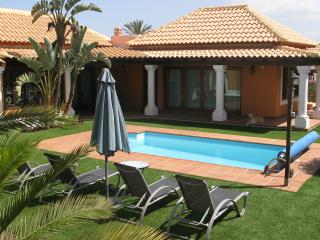 Villa with heated pool & wifi, Corralejo