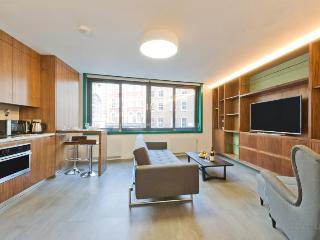 SOHO HOUSE 1 / SLEEPS 6 PEOPLE