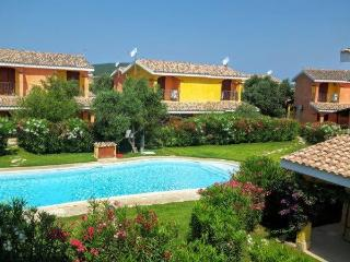villa oleandro porto pino con piscina