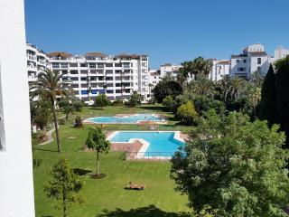 Fabulous 2 bed Apt in the centre of Puerto Banus, Puerto Banús