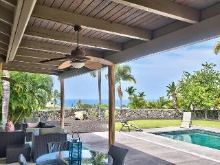 AC Included, Island Home in Gated Community with Pool & Ocean Views!, Kailua-Kona