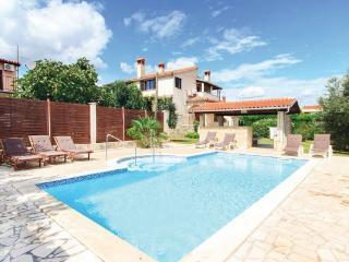 Swimming pool villa with golf, Liznjan