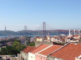 Sunny Apartment in Alcântara, Lisboa