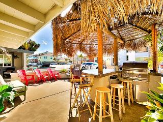 Best Value in Newport - Tiki Bar Patio, Steps to Beach, Restaurants and Bay, Newport Beach