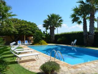 Villa con piscina indipendente a 200 m dal mare