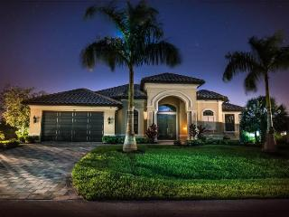 Luxury 3 Bed Villa with Private Pool, Cape Coral