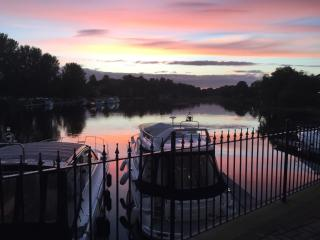 Waterside Apartment, Enniskillen sleeps 5 + cot. Child and disabled friendly.