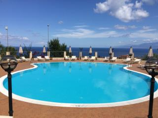 Napitia Hills 56G pool holiday rental apartment, Pizzo