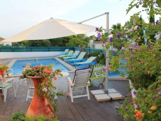 - 500 meters to the Sandy Beach. Sea View. BBQ. Swimming Pool. 4 Km to Albufeira