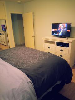 Master bedroom - flat screen TV w/Directv
