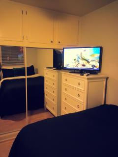 Bedroom - flat screen TV w/Directv