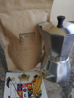Freshly ground coffee from Noosa and Raglan( NZ)