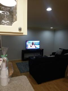 Living room - 50' flat screen TV w/Directv