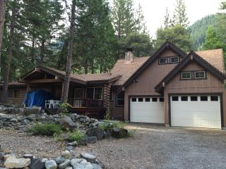 River Front Mountain Cabin with Views!, Sierra City