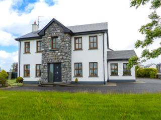 1 COIS NA COILLE, solid fuel stove, child-friendly garden, off road parking