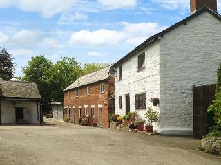 MILLER'S REST COTTAGE, detached, woodburner, parking, garden, in Churchstoke