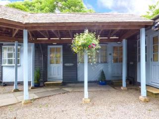 BELLE ISLE pet-friendly terraced lodge in grounds of country house hotel, close to lake, in Storrs near Bowness Ref 923788, Far Sawrey