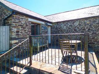 THE OLD CIDER PRESS, WiFi, off road parking, walks from the door, Crackington