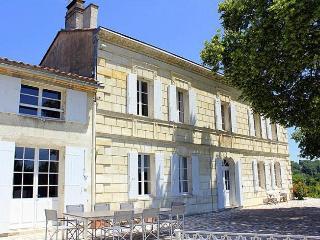 Chateau Emirol, Lugon-Et-L'Ile-Du-Carnay