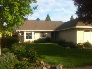 Southern Oregon Home-Away-From-Home, Medford