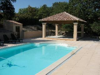 Ideally located Provence home with private pool on 1 acre, for family + friends