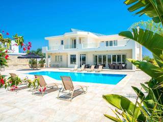 VILLA THEOMELI - A BEAUTIFUL RETREAT, Protaras