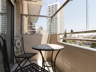 COZY STUDIO APT. IN THE HEART OF DOWNTOWN, Jerusalem