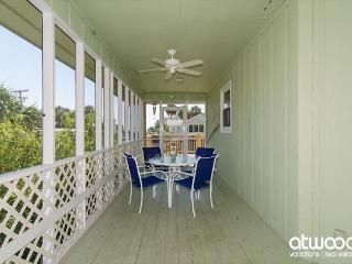 Obie's By the Sea - Screened Porch & Fantastic Location, Edisto Island