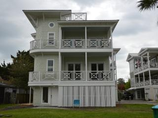 4 Bedroom Coastal Retreat with Elevator, Tybee Island