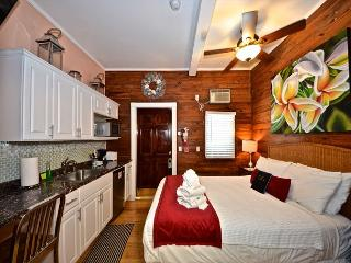 Coral Cove -  Cozy & Secluded Studio In Old Town Key West w/ Kitchenette