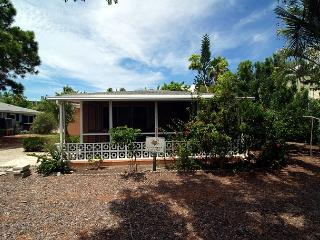 Pet friendly beach cottage, Sanibel Island