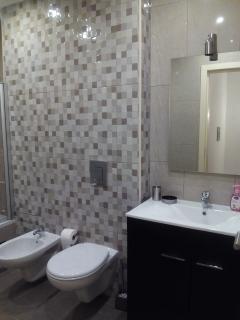 bathroom with tub (1st floor)