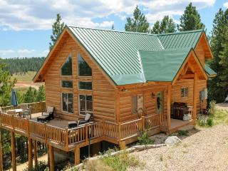 Strawberry Fields - Sleeps 12, Duck Creek Village