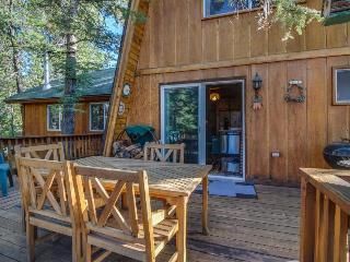 Rustic retreat at Bear Mountain w/convenient location & dog-friendly attitude!, Big Bear Region