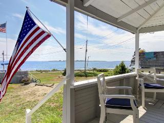 Classic oceanfront cottage w/ ocean views & entertainment - walk to beach!