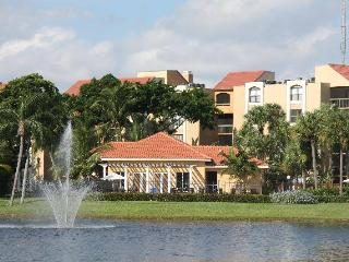 Beautiful 2BR Lakefront Florida Condo Rental, Delray Beach