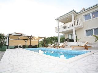 VILLA BRCIC A PEACEFUL HOUSE WITH POOL AND SEAVIEW