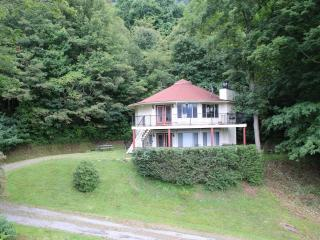 NC 2 Bdrm Mountain Rental Round Home Lower Level, Burnsville