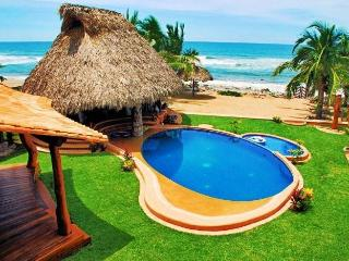 Casa Luna del Mar in Troncones (2-20 people)