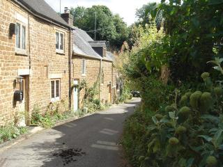 Bakers Lane toward Sweetheart Cottage