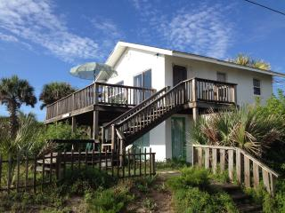 Casas de la Playa on A1A - Downstairs Cottage!, Flagler Beach